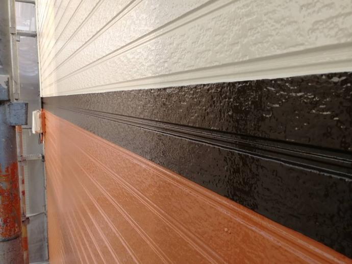 外壁 帯 上塗り完了.jpg