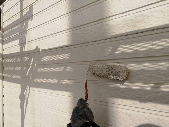 外壁 2F 上塗り施工中【ハニーハウス】.jpg