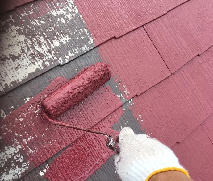 屋根 中塗り作業中.png