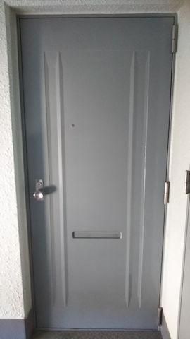 玄関扉 外側 施工前 加工【メゾンノア】.jpg