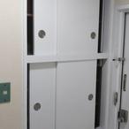 玄関扉と建具をオーナー様好みの色へ(アパート)